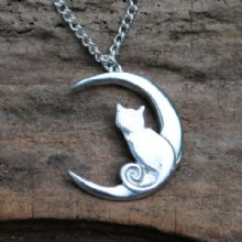 Cat and moon pendant necklace P85